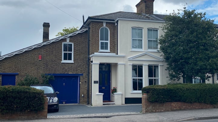 Large 3 Bed Victorian house and garden, Ashford