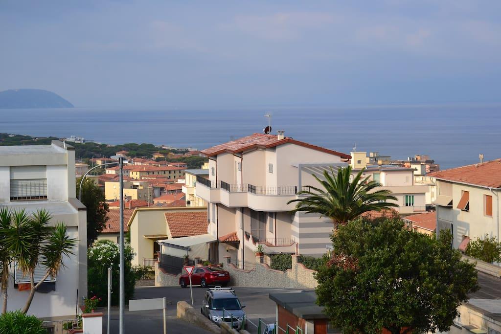 appartamento in villa con vista mare