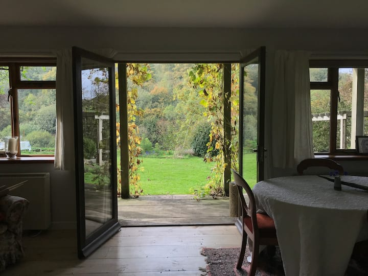 Charming Cotswold garden room