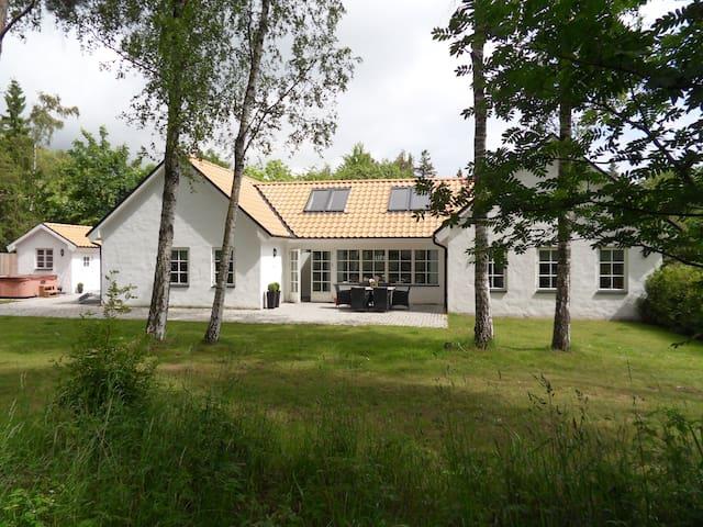 Strandhuset - The Beachhouse, ca 200m to the beach