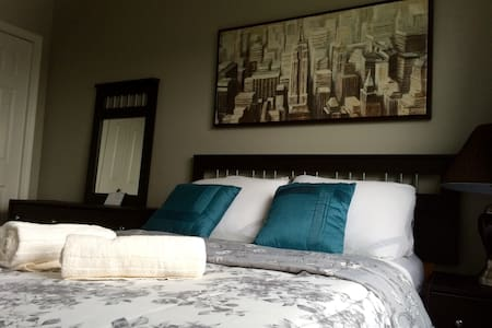 Beautiful Bedroom(I) 10min airport and 5 min Nisku - Edmonton - Townhouse
