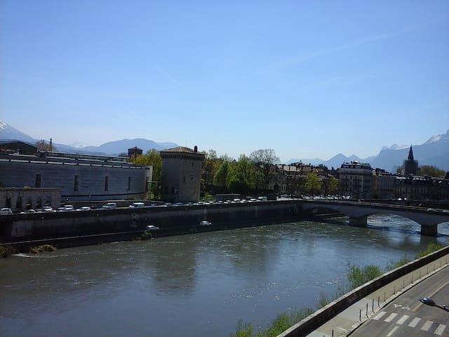 Entre NATURE et VIEILLE VILLE - Grenoble - Huoneisto