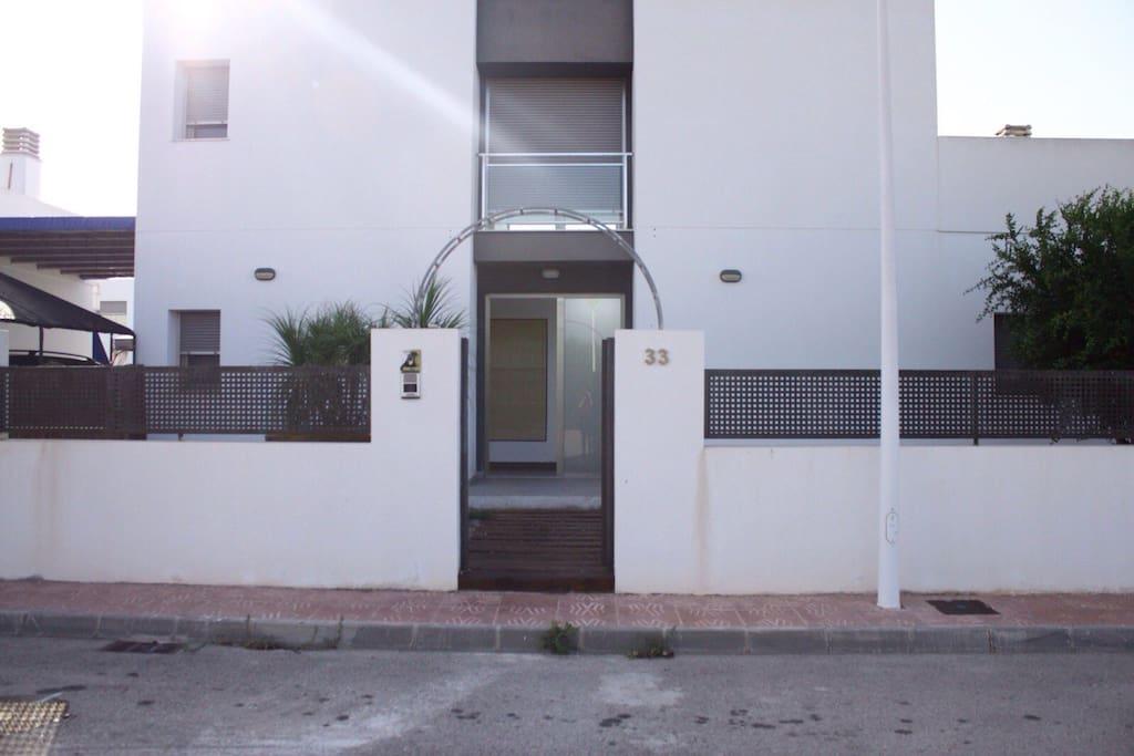 Casa moderna con piscina privada casas en alquiler en for Casa moderna espana