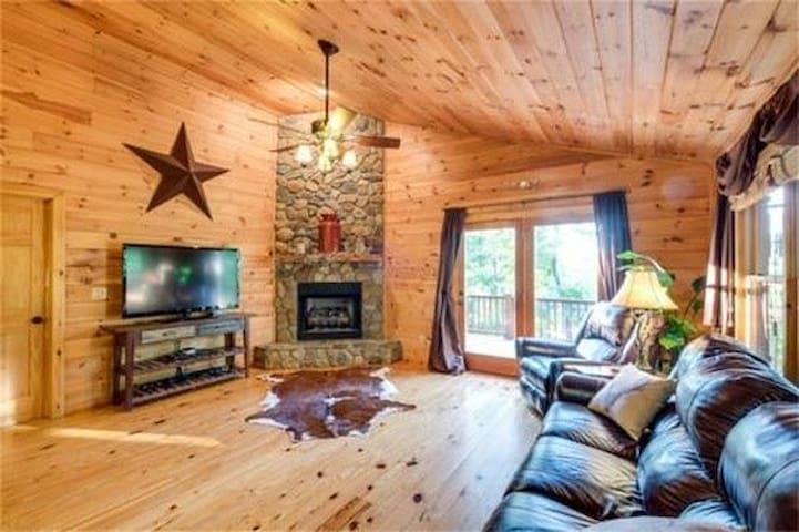 5 Bears Cabin        Rustic & Luxurious! - Murphy - Houten huisje