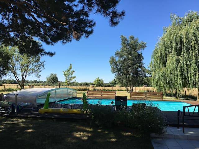 Gite lumineux et calme (4 chs - 8 pers) - piscine