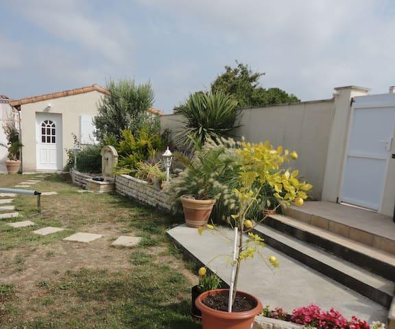 Studio indépendant CENTRE MESCHERS avec PK privé. - Meschers-sur-Gironde - Wohnung