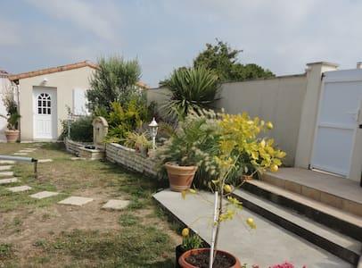 Studio indépendant CENTRE MESCHERS avec PK privé. - Meschers-sur-Gironde - Apartemen