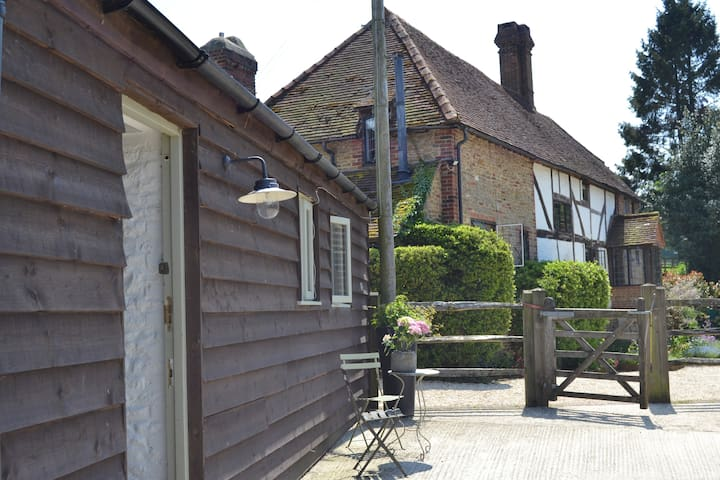 The Tack Room - charming, dog friendly - Thursley - Rumah