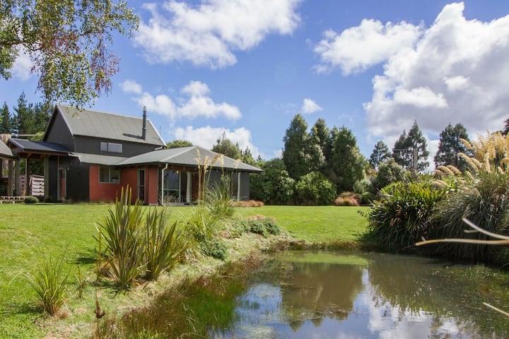 Spacious & Cosy Home with Mountain Views & Garden