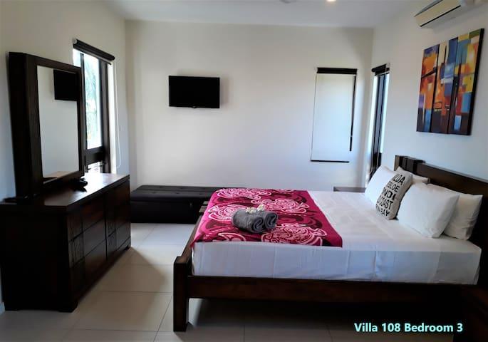 Villa 108 Bedroom 3 Ensuite  108号别墅楼上卧室3 带卫浴 空调 风扇 电视