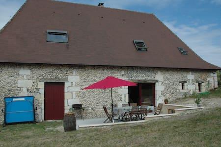 Grande grange entièrement restaurée - Saint-Pierre-de-Chignac - Dům