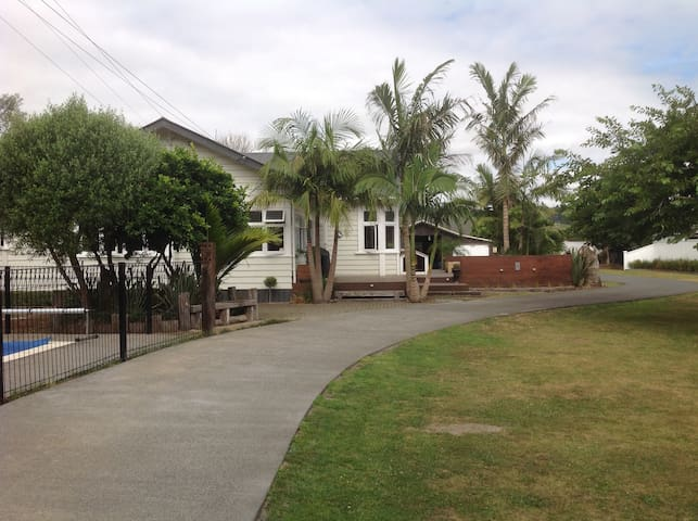 Big central bungalow with swimming pool - Whangarei - House
