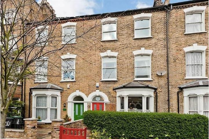 Large Classic Victorian House - London - Haus