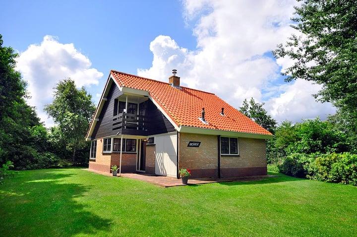 Riant huis met ruime tuin, Midsland Terschelling