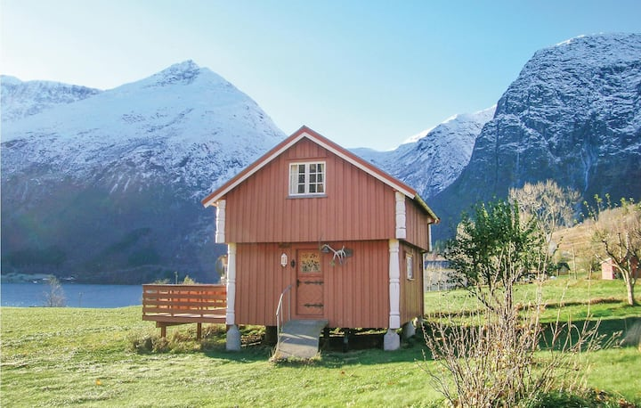 Nice home in Eresfjord with 2 Bedrooms