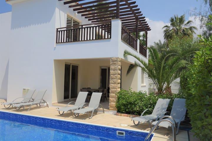 Villa Malena V5, Walking distance to Coral Bay