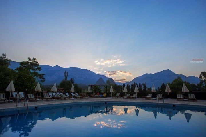Stay in a beautiful ranch hotel - Antalya - Huoneisto