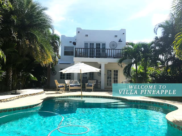 Chic 4Bd Tropical Paradise with a heated pool