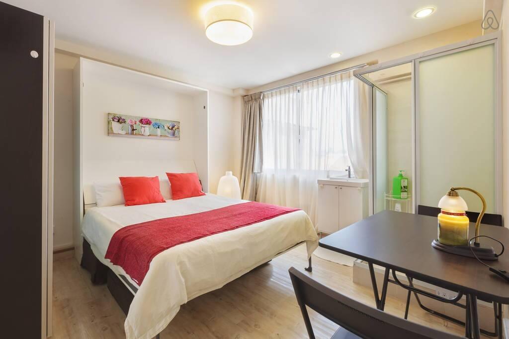 couplesretreatinthecityfringepvtshower appartements louer singapour singapour. Black Bedroom Furniture Sets. Home Design Ideas