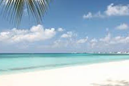 Beautiful Cayman Condo - George Town