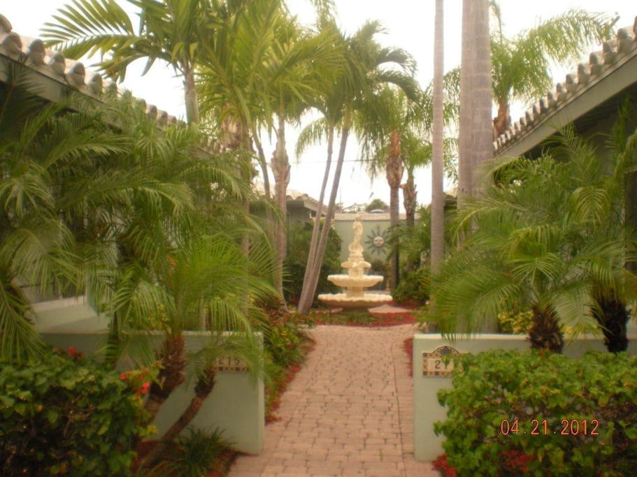 Tropical garden malverne apt 2 1 appartements louer for Jardin west palm