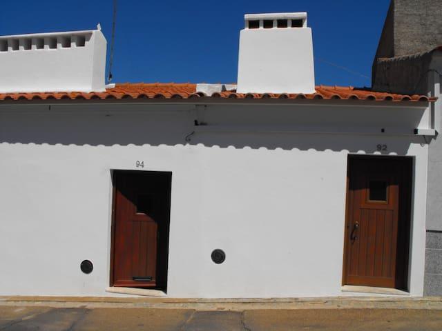 BENLINDHA e BENVINDHA - 2 casas - Nossa Senhora da Graça dos Degolados