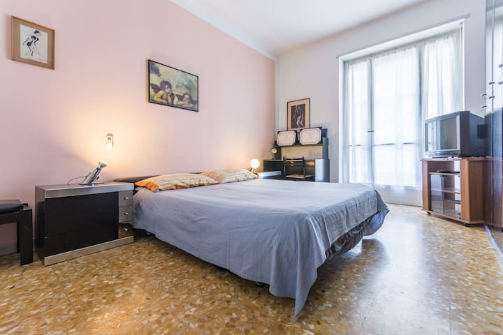 Clean spacious apartment near Metro - Torino - Apartment
