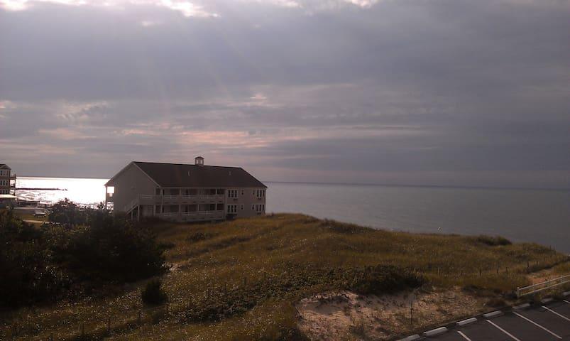 Cape Cod ocean condo (PHONE NUMBER HIDDEN) - Dennis - Flat