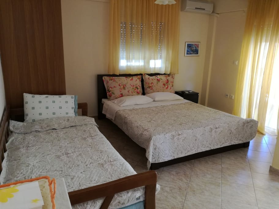 Double bed 160x200