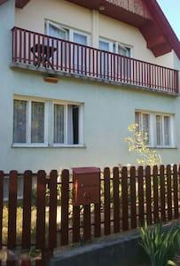 Csendes utcában 4 szobás apartmann - Balatonboglár