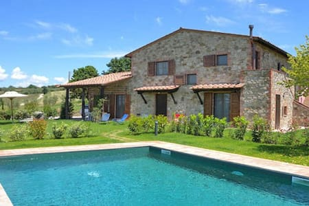Beautiful country house between Tuscany and Umbria - Cantagallina - 別墅