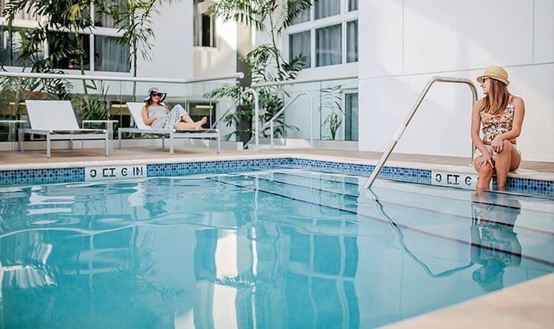 Habitat Brickell 1 Bed   Pool+Gym  10 min to Beach