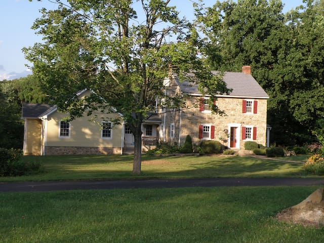 Historic Farmette, Bedroom Full Bed - Macungie - Talo