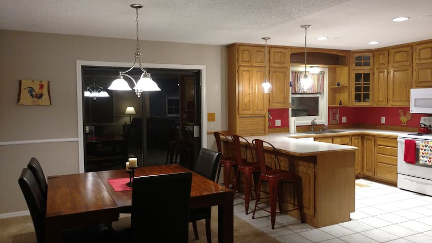 Open floor plan. Dining room opens to large deck with gorgeous mountain views