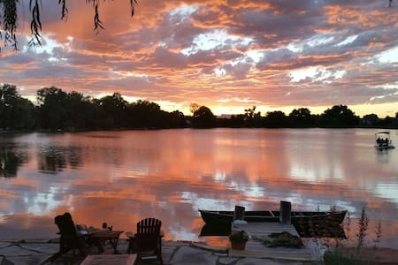 Home Suite Home. Beautiful private lakefront home. - Fort Collins - Casa