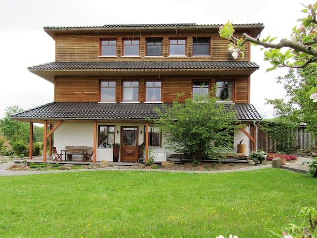 """Qi Gong Haus - Ferienwohnung """"Gartenblick"""""""