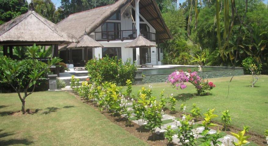 4 bedroom Lovina, Umeanyar on beach