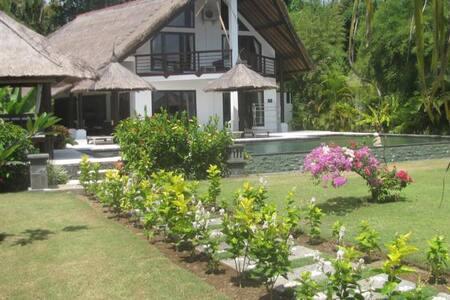4 bedroom Lovina, Umeanyar on beach - Seririt