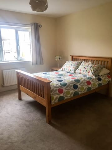 Cosy double bedroom close to Glasgow Airport