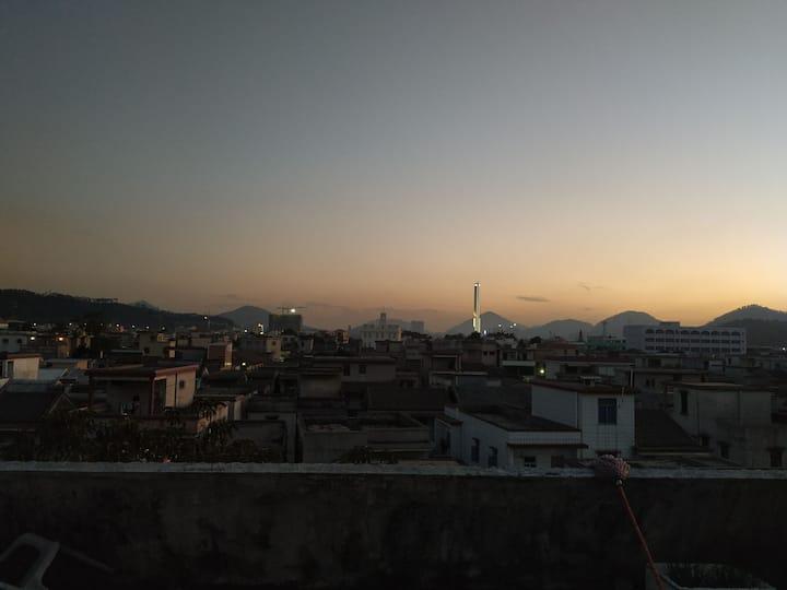 超大阳台,开阔视野。