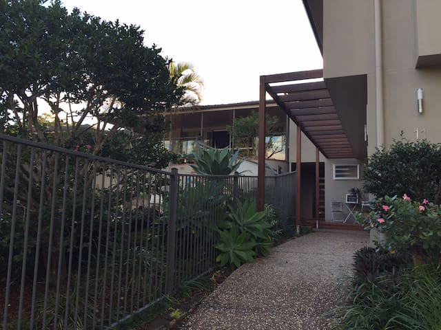 Flat in quiet, leafy Indro - Indooroopilly - Wohnung
