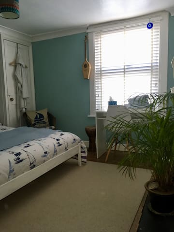 Double room in our family home - come and stay!