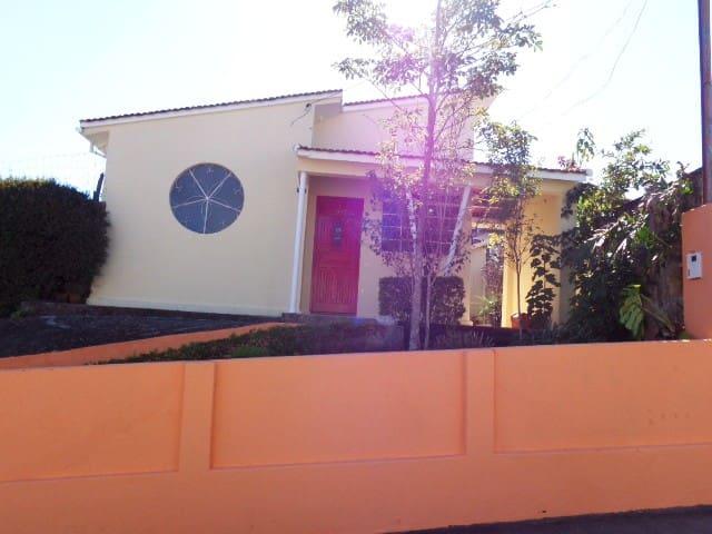 Casinha amarela - Maria da Fé - Appartement
