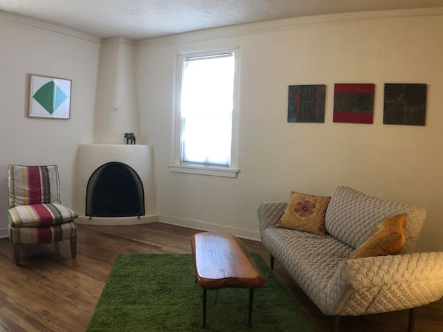 1 BR Apartment Just Steps from Plaza