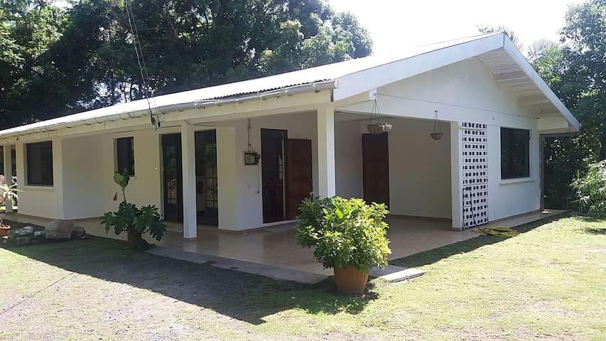 Maison Hanalei Saisonnier (3 ou 4 personnes) - Uturoa - Maison