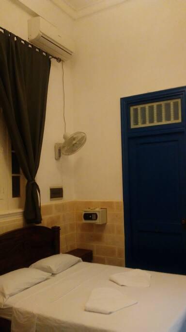 Caja de seguridad en la habitación