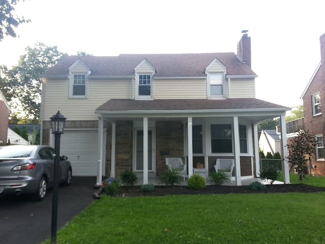 Family Home Perfect For Papal Visit - Havertown - Maison