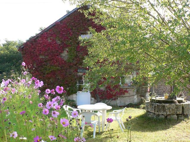 Gîte à la campagne - Luzeret - House