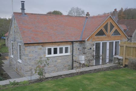 Luxury barn for two, secluded valley near Bristol