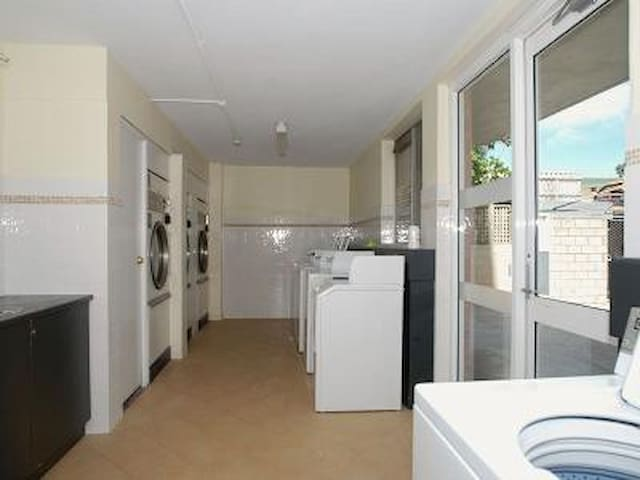 Now available all winter - Mosman Park - Apartamento
